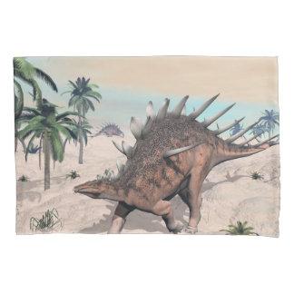 Kentrosaurus dinosaurs in the desert - 3D render Pillowcase