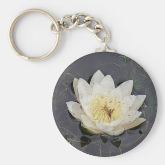 Key supporter white sea-rose bloom keychain