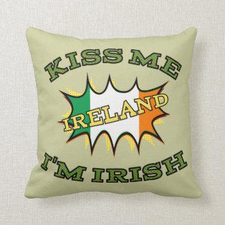 Kiss me I'm Irish starburst flag Throw Pillow