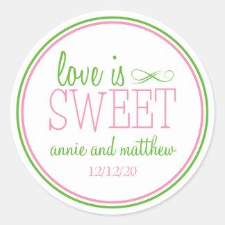 L amour est les étiquettes doux rose vert de ment adhésifs ronds