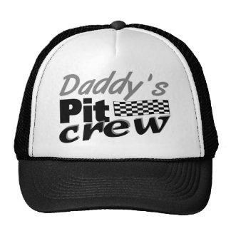 L équipe du stand de ravitaillement du papa casquette