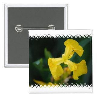 L iris jaune fleurit le Pin Pin's