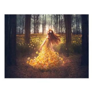 La fille dans la robe de jonquille cartes postales