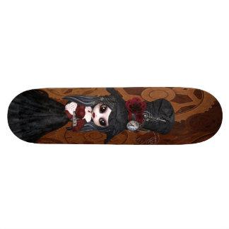 La fille mignonne de Steampunk Goth embraye la Planche À Roulette Customisée