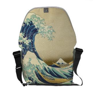 La grande vague outre du rivage du sac messenger à sacoche