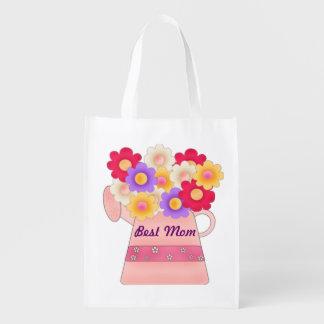 La meilleure maman avec le pot de fleur sac d'épicerie