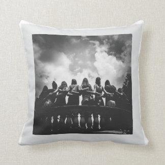 La Monde - Friendship Pillow