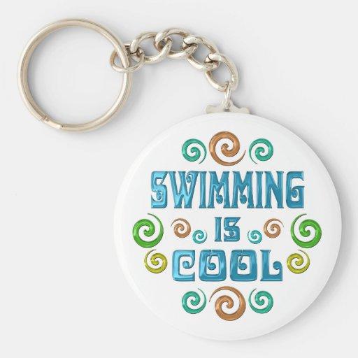 La natation est fraîche porte-clé