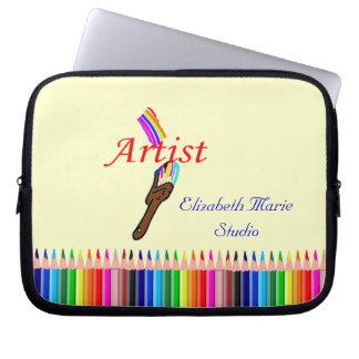 La peinture d'artiste et les crayons colorés le trousses ordinateur
