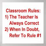 La salle de classe ordonne (tout le texte rouge) affiches