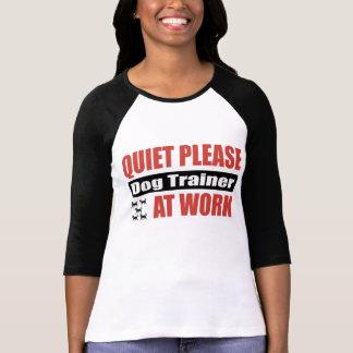 La tranquillité poursuivent svp l'entraîneur au tr t-shirts