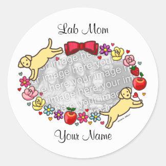 LABRADOR MOM (Yellow Lab) Round Sticker