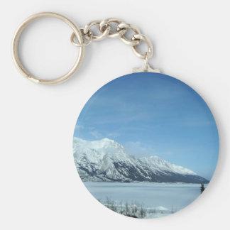 lac et montagnes d'hiver porte-clé rond