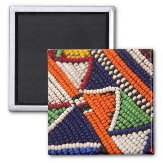 L'Afrique, Kenya. Perles de tribal de Maasai Magnet Carré