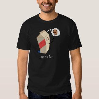 Lait et biscuits mignons de couples il tee-shirts