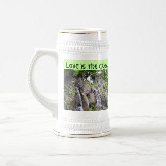 L'amour régénère le stein mug