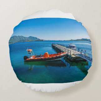 Landing stag and speed boat round pillow