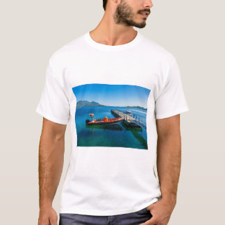 Landing stag and speed boat T-Shirt
