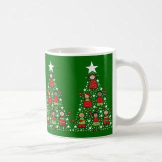 L'arbre de Noël badine la tasse de cadeau