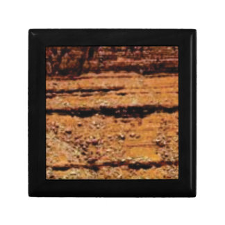 layered gravel wall gift box