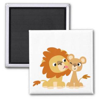 Le baiser : Aimant mignon de couples de lion de ba