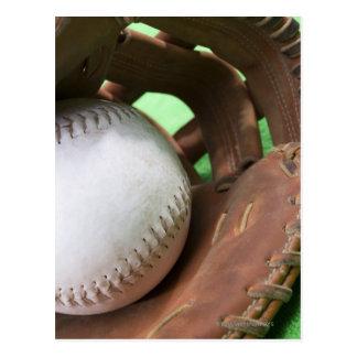 Le base-ball dans le gant du receveur cartes postales