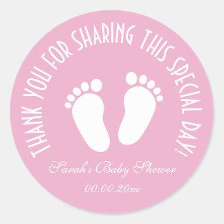 Le cadeau de babyshower d'empreinte de pas vous sticker rond