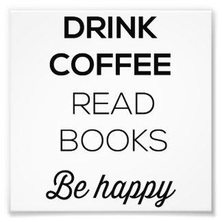 Le café de boissons a lu des livres soit heureux photos d'art