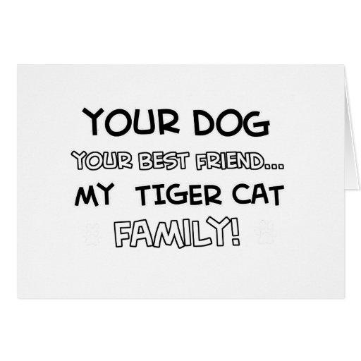 Le chat de tigre est des conceptions de famille cartes de vœux