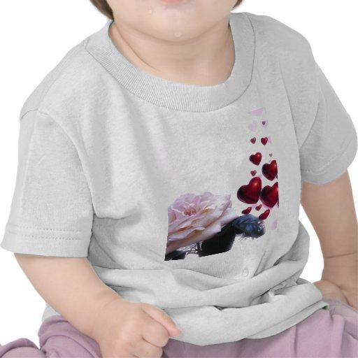 Le coeur de l'amour s'est levé t-shirt