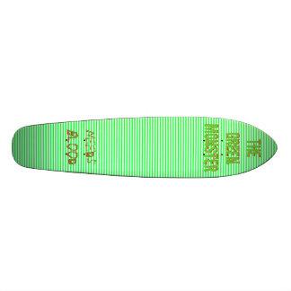 Le conseil vert de modèle de monstre skateboards