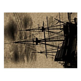 Le cru de bateau de fleur printanière a modifié la carte postale