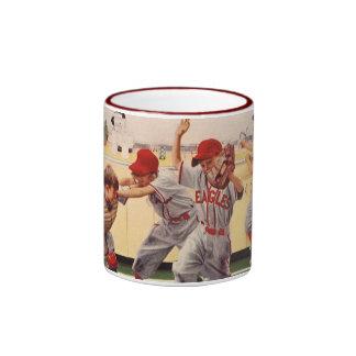 Le cru folâtre l'équipe de baseball, garçons dans  tasse à café