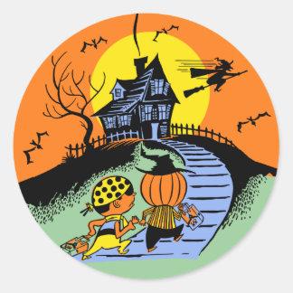 Le des bonbons ou un sort vintage de Halloween Autocollant Rond