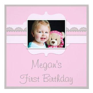 Le ęr anniversaire mignon de bébé rose et gris carton d'invitation  13,33 cm