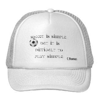 Le football indiquant le chapeau casquettes