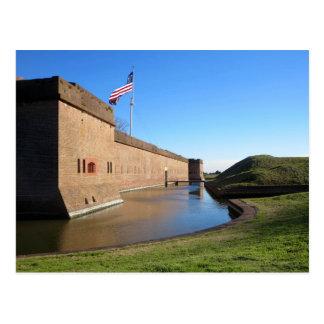 Le fort et le drapeau carte postale