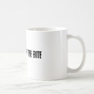 le frisson de la morsure mug blanc