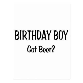 Le garçon d anniversaire a obtenu la bière carte postale