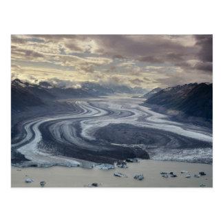 Le glacier de Lowell entre dans la rivière d'Alsek Carte Postale