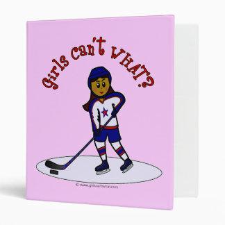 Le joueur de hockey des femmes foncées classeurs 3 anneaux