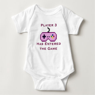 Le joueur rose 3 est entré dans la chemise de jeu body