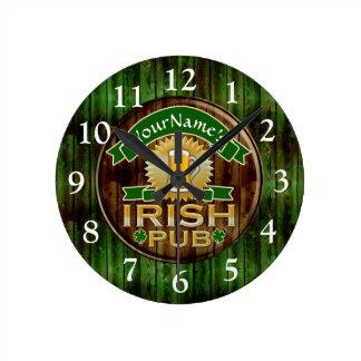 Le jour de Pub de St Patrick irlandais nommé Horloge Ronde