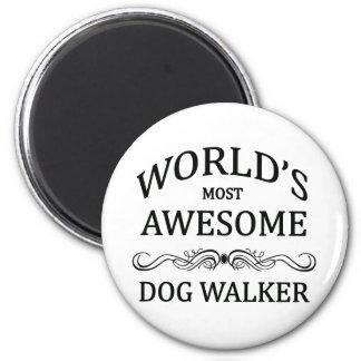 Le marcheur du chien le plus impressionnant du mon magnet rond 8 cm
