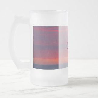 Le mariage pourpre de coucher du soleil toilette mug en verre givré