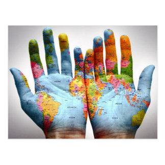 Le monde entier dans des ses mains cartes postales