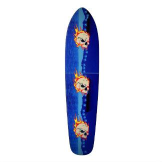 Le panneau de patin de crâne de vent plateaux de skateboards