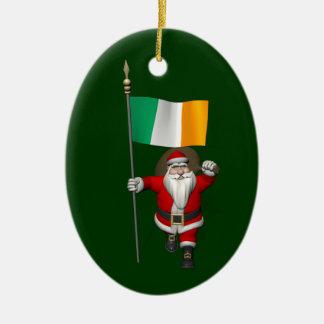 Le père noël avec le drapeau de l'Irlande Décoration Pour Sapin De Noël