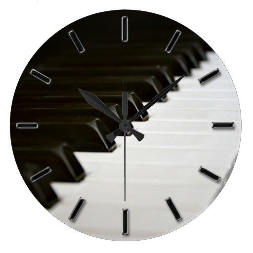 Le piano verrouille l'horloge murale de mélomane