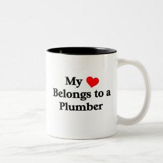 Le plombier a mon coeur mug bicolore